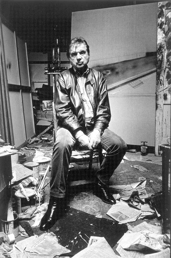 beldam-francis-bacon-in-his-studio-seated